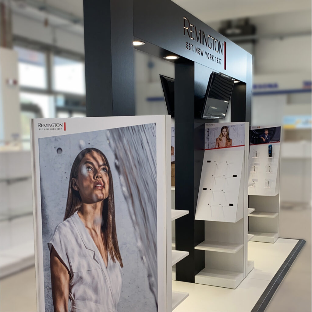 """In-Store<br><h3 class=""""subt"""">Display solutions</h3>   SHOWREEL srl"""